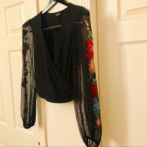 TOPSHOP black lace knit top with embroidery sleeve